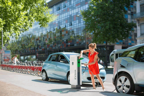 зарядки для электромобилей Schneider Electric фото