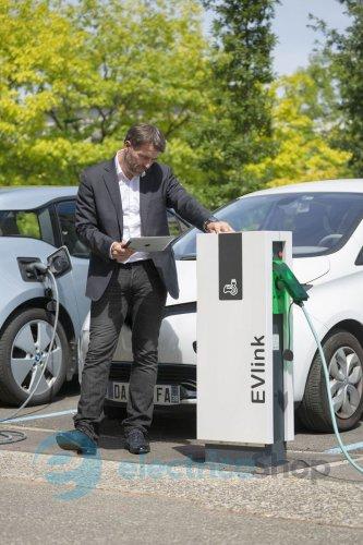 Зарядки для электромобилей Schneider Electric — разновидности и преимущества зарядок бренда